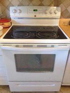 Machine a laver+divan+bureau+lit+table+frigo+laveuse+armoire+++
