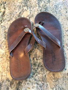 American Eagle sandals *next to new*