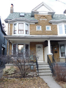 Superb 3 BD+loft semi-detached house in downtown area