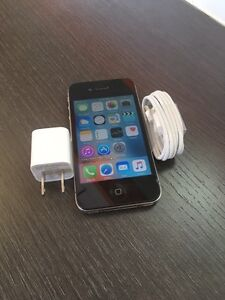 IPHONE 4s 16gb 10/10 BELL NEW Accessories