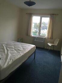1 Room Available in Central Spacious Flat