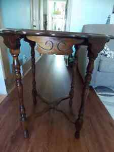 SOLID WOOD VINTAGE TABLE Windsor Region Ontario image 1