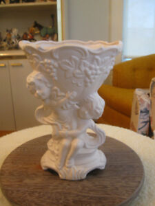 VINTAGE WHITE-ANTIQUED CERAMIC PORCELAIN CHERUB VASE