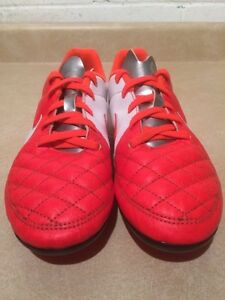 Youth Nike Outdoor Soccer Cleats Size 4 London Ontario image 6