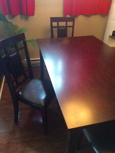 Très Belle Table de cuisine avec c'est 4 chaise