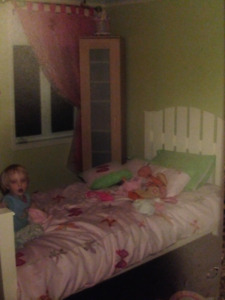 lit simple pour enfant sur mesure avec matelas