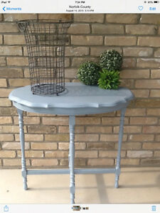 Chalkpaint Accent Table!