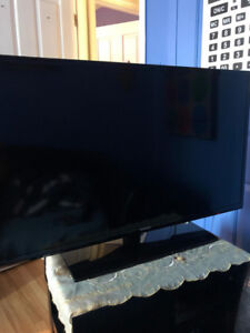 Saumsung..42 led...full HD ...new ...bought it 4 month back