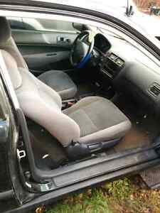 1999 Honda civic hatchback car  for parts or fix it up London Ontario image 4