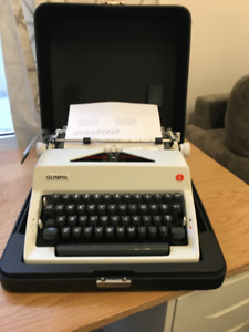 1973 Olympia SM9 Typewriter with CURSIVE typeface - RARE