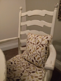 Old Charm Table and chairs