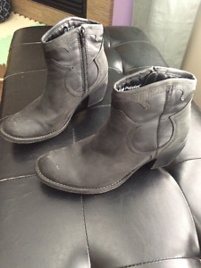 Hush Puppies ankle boots size 7