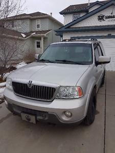 2004 Lincoln Navigator Ultimate SUV, Crossover