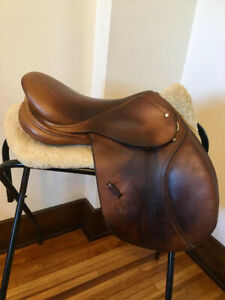 Schleese close contact saddle