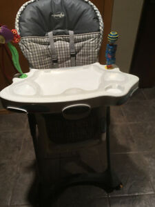 Evenflo 3 way highchair excellent condition!!LIKE new!