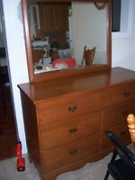 Solid Wood  Dresser with 6 Drawer / Mirror