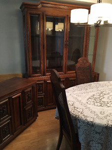 Dining Room Table, 6 chairs, 2 leaves, hutch, credenza