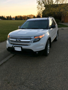 2012 ford explorer XLT AWD Perfect Condition 7 Passengers