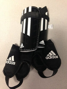 Adidas Youth Small Shin Guard - Brand New