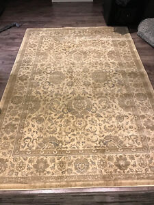 - Area rug - No stains - Excellent Condition