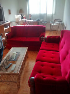1 grand Sofa & 1 petit Sofa (Negot..) 1 big Couch &1 small Couch