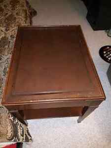 2 End Tables with glass tops Kingston Kingston Area image 2