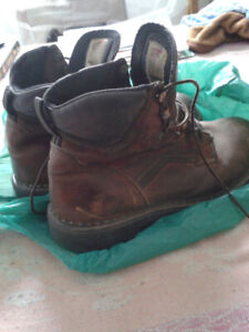 CHAUSSURES/BOTTES DE TRAVAIL - Redwings-  SAFETY SHOES