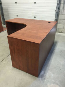 5' x 5' Workstation in Summerflame - Office Desk Oakville / Halton Region Toronto (GTA) image 1