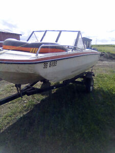 Open bow trihull with Johnson 40 and trailer
