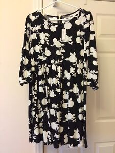 Old Navy Floral Dress! BRAND NEW! Size M