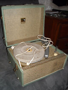 VINTAGE RECORD PLAYER VERY COOL, WORKS!