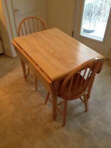 Table de cuisine + 2 chaises à vendre - DOIT PARTIR RAPIDEMENT