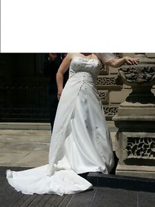 WEDDING ........DRESS ...FREE VAIL AND PURSE