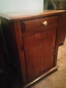 SOLID ELM ANTIQUE CABINER/SIDE TABLE/FALSE DRAW AND REAL DOOR