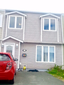 Well Maintained Townhouse!