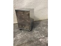 Mirrored bedside drawers table can deliver