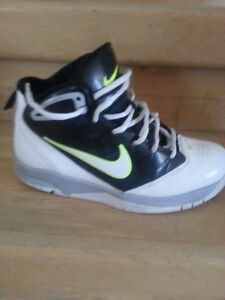 Nike Basketball Shoes Size 6.5