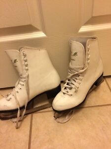 Figure skates, size 5 Kitchener / Waterloo Kitchener Area image 2
