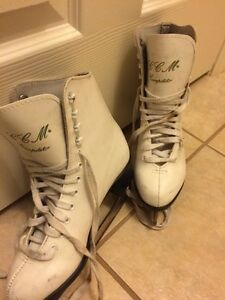 Figure skates, size 5 Kitchener / Waterloo Kitchener Area image 1