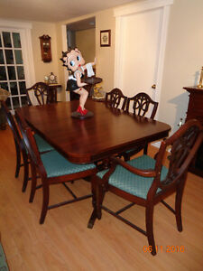 ANTIQUE MAHOGANY TABLESET --6 SHIELDBACK CHAIRS