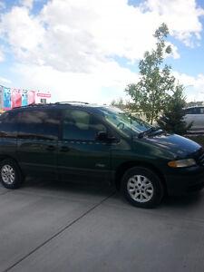 1997 Plymouth Voyager Minivan, Van