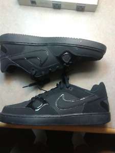 Mens shoes Nike Son Of Air Forces Size 10 BRAND NEW