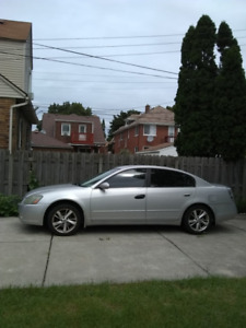 2005 Nissan Altima (4 doors) GREAT ccondition 2700$ !
