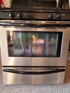 Frigidaire gas stove/oven 4-burner, stainless & black $275.00