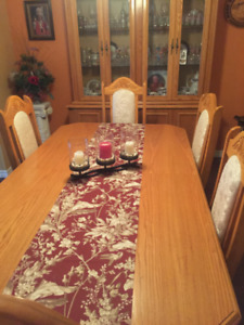Deluxe Wooden Dining Room Set
