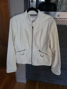 Manteau d'automne blanc en cuirette