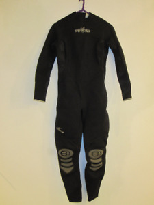 Bare wetsuit womens size 12