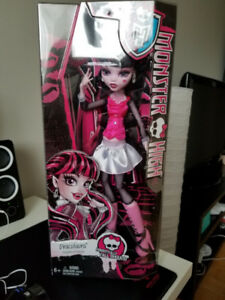 Monster High 17-Inch Large Draculaura Doll