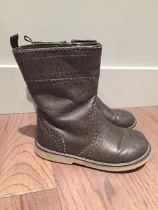 Toddler boots - size 8