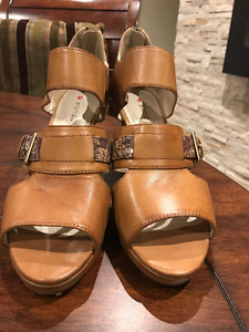 Brown Blondo Sandals 8.5 For Sale